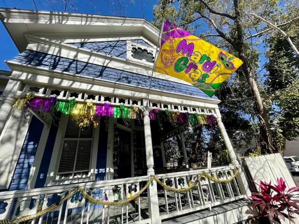 Mardi Gras - Mobile Porch Parade Home