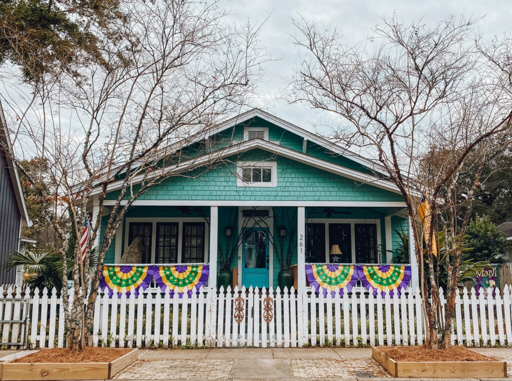 Mobile Porch Parade - Decorated Home